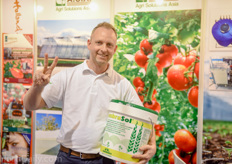 Barry Zuidgeest of Mardenkro promoting Sombrasol at the booth of Agri Solutions Asia.