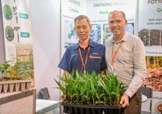 Lee Boon Kok of Humibox is a supplier to the Malaysian Oilpalm, Mucuna and Rubber tree propagation industry. He works closely together with Peter Sallaets of Belgian substrate supplier Greenyard.