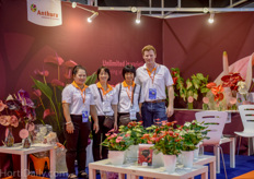 Casper Rietveld of Anthura together with his Thai customers and distributors.