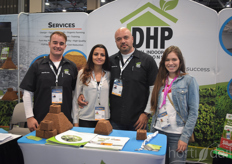 Dutch Horticultural Professionals has its base with Nick Mela, whos offering various supporting methods to growers. In the photo with Joel Meaney Debora Mela, his wife.