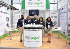 The team of PSI Plastic presenting their new spacers; one for the berry production (second on the right) and one for the tomato, cherry tomato and pepper production. This Mexican company currently supplies nationally, but is eager to expand in South and North America.