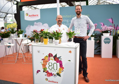 Arturo Flores Regla Stigma (the agent of Anthura in Mexico) together with Marco Knijnenburg of Anthura. This Dutch anthurium and phalaenopsis breeder is exhibiting at the Expo Agroalimentaria for several years now. From the bigger is bettermentality they are seeing a trend developing towards smaller varieties over the last three years.