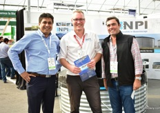 Arjen van Dijk of NPI (in the middle) with Dhilan Kanakia (left) and Rodolfo Yamiz (right) of KT exports. KT exports is planning to start up a new company that will sell, among others, the tanks of NPI and greenhouse films.
