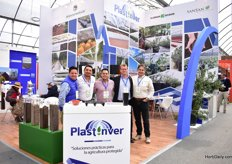 Plastinver represents Milleniumsoils Coir, Klasmann Deilmann and SanSan in Mexico. On the photo from left to right: Angel Vigueras, Benjamin and Oscar Alvarez of Plasatinver together with Martin Nugteren of Klasmann Deilmann and Jorge Escobar of Milleniumsoils Coir.