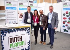 Dutch Plantin exhibiting for the first time. They see an an increased demand for their coco bags, also here in Mexico. Recently, Julio del Toro (second on the right on the photo)started to import Dutch Plantin products and distribute it on its own Mexico, he is now partner of Dutch Plantin in Mexico. Others on the picture are (fltr) Sinby Hoseph, Marian de la Llave and Wim Roosen.