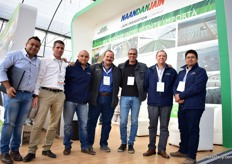 The team of NaanDanJain together with Yamit Filtration, one of their suppliers.