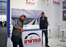 Carlos Calderon (right) of Insinsa with a visitor (left).