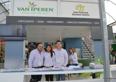 The team of van Iperen and Sun Parlour Grower Supply.