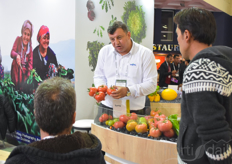 Mustafa Kapu with Sungenta showing the Torry variety