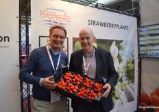 Klaas Niewold (Flevoplant) with Marcel Dings (Brookberries) presenting their strawberries grown under LED lighting.