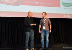 Coen Wagter with Royal Berry lost 50 euros to chairman Ad during the opening of the Aardbeiendag, but later returned as ambassador of enthusiasm.