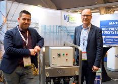 Peter van den Bemd and Ruud van Aperen with MJ-Tech Fogsystems. This year many cucumber nurseries are equipped with fog installations.