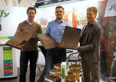 Mark Verheul, Lars Tolenaars Arjen van Leest of Jiffy are helping many growers in the blueberry propagation with their Preforma products.