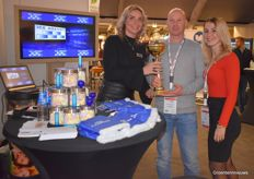 Sanne Stoop and Famke den Braber presented the winner of the ICE Agency Trophy: Arjan van Hemert, head grower at Dutch Berries by