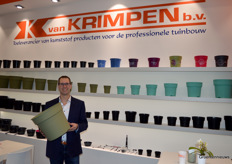 Jorg Swagemakers (Van Krimpen) with the biggest ornamental pot in the new series Elegance in the trend color cane green. The series includes pots from 15-38 centimeters diameter.