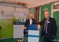 Jan Vos (Priva) and Henk Danils (Cogas Zuid) posed together in their shared booth.