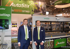 Dennis Tuk and Levi Trouwborst: two new faces by Visser Horti Systems. The company organised demonstrations with the AutoStix and the new multimedia and rooted strips.