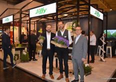 Jrgen Rost, Marc de Bruin and Robert Bartkowiak (Jiffy). Marc shows a campanula grown in a Jiffy pot from young plant up to end product.