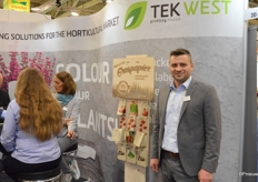 Kamil Wozniak of Tek, a Polish company producing labels and pockets for seeds. The sachets made of grass paper, containing 50% grass, are new in the assortment