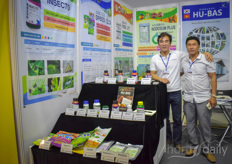 The team with Hu-Bas imports fertilisers, flower-bulbs plants. In the photo Gio Chung, managing director, and his colleague Chung Jae Woong.