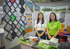 Winnie Wang Anna An with Wo Lian show the nets aluminium solutions of the company.