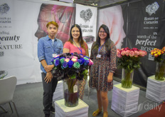 Paola Tapia, Kyastin Gonzaga HO Thanh Huy with Rosas de Corazon, showing their Premium Ecuatorian Roses.