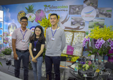 Nguyen Quang Truones Do My Ling Huynh Thai Duong with Hong Hoang, the Dalat Flower Association