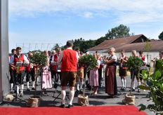 "The musical accompaniment of the event came from the ""Steiner Werksorchester"". This was the name of the band which consisted of musicians from Kirchweidach and the Austrian hometown of the Stein family."