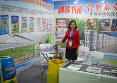 Zhu with Baltic Peat supplier Jiahengnongye