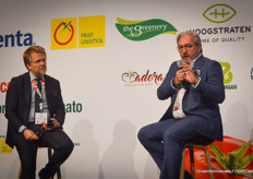 Breeding companies were well represented at the Global Tomato Congress, but trade and retailers were also present. For example, Stephan Weist of the German REWE Group. He believes that his supermarkets currently have far too many SKUs (stock management units) when it comes to tomatoes. This makes it difficult for consumers to choose on the shelf and also causes headaches for retailers. Of the 870 SKUs that Rewe currently has, Stephan would like to go back to 'just' about 24 SKUs.