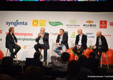 A discussion on light in horticulture with Peter Klapwijk (2Harvest), Piet Hein van Baar (Signify), Theo Tekstra and Leo Lansbergen (Signify).