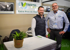Baptiste DeBruyne with Traita Service in the photo with Tom Zwanenburg with Van der Waay. If you look carefully at the photo on the left, you see the greenhouse roof cleaner!