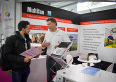 Pascal van Soest (Vostermans Ventilation) explaining all about the Multifan solutions to a visitor of the show