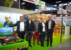 Marco Vijverberg with Atout Services (in the middle) with on the left the team of Erfgoed (Cock van Bommel & Hugo Paans) and on the right the team of Hortilux (ISabelle Endhoven Garcia & Michel de Wit)