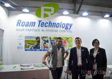 Baptiste Bessette & Caroline with Roam Technology is visited by a client
