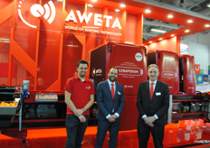 Alexander Visser, Norman van der Gaag and Otto Vink (his birthday was Friday!) at the latest technology of Aweta, Ultravision is a piece of hardware that can be built in and provides analysis of all camera images.