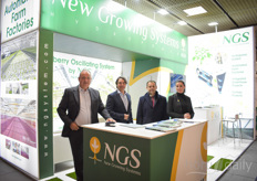 The expansion of the cultivation systems of NGS (New Growing Systems) has become impressive, both within and outside Europe, the USA and Canada. On the photo Donald Gartland, Salvadore Navarro, Jose Maria Montalban & Ana Maria Navarro.
