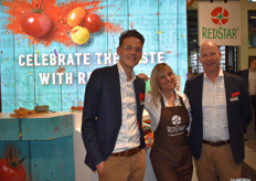 Mike de Waard no longer sells exotics but nowadays is active in tomatoes. Here in the photo with the cook and colleague Hendrik Lipicar from RedStar.