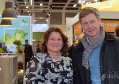 Joris van Calcar van Lankhorst Yarns passed by the stand at Desch Plantpak and got into conversation with Miriam Kolen with Desch Plantpak about the current PLA popularity and scarcity in the raw materials market.