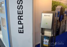 Elpress brought a hand disinfection post for those who wanted to disinfect their hands while walking over the fair.
