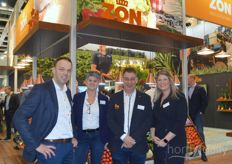 At Royal ZON Fruit Vegetables, the Spanish season is still in full swing and this year is a season with enormous price spikes due to the stormy weather. On the picture Wouter Willems, Els van Herpen, Leander van de Griend and Linda Naus.