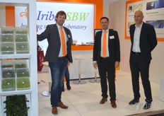 Michiel van Bennekom, Kees Veldhuijzen and Eloy Boon with Iribov, active in tissue culture. Also in soft fruit, for which the company is certified by Naktuinbouw.