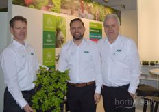 Arjan van der Leest of Jiffy was photographed with colleagues Jürgen Rost and Roelof Drost n the successfully grown young raspberry plants in Preformaplugs.