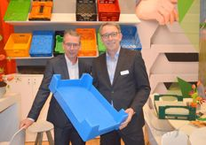 Jerry Arkensteijn and Aart Jan Bos with one of their latest products: breeding tanks for mealworms and black soldier flies.