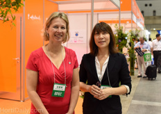 Cindy Heijdra and Chitose Hatakoshi of the Agricultural Department of the Dutch Embassy in Tokyo.