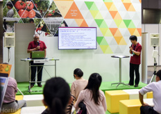 Arco van der Hout and Hidefumi Aso of Delpy Japan giving a presentation at the Seiwa booth.