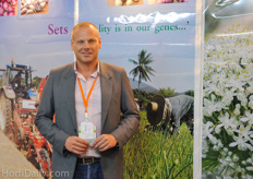 Thomas Ruiter from Q-Shallot. Q-Shallot is proppagating plant onion sets in Thailand. Next to this, Thomas Ruiter also represents tomato farm D.A.T.T., who are marketing their tomatoes under the Take Me Home brand.