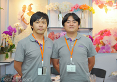 Growers from Sunpride - Royal Base: one of the biggest high quality cut and pot orchid growers in Taiwan. www.sunprideflora.com