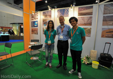Jan Hoogewoning is sales representative for Luiten Screening and Greenhouses. He was supported by Chamaiporn and Pakdee from the Horticultural University of Bangkok.