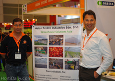 """Frank Hermans from Asian Perlite Industries Malaysia together with Gregor van den Oetelaar from Bercomex flower automation. Van den Oetelaar said that their is a raising demand for packing automation due to a fast increase of the minimum wages in Thailand and surrounding countries. ""There is a big shortage of labour, so farmers are sourcing their workers from Birma. However these low wages are increasing very fast, up to 4 times in a year. Hence, we think it is now the right time to implement smart packing and sorting techniques"", van den Oetelaars said."""